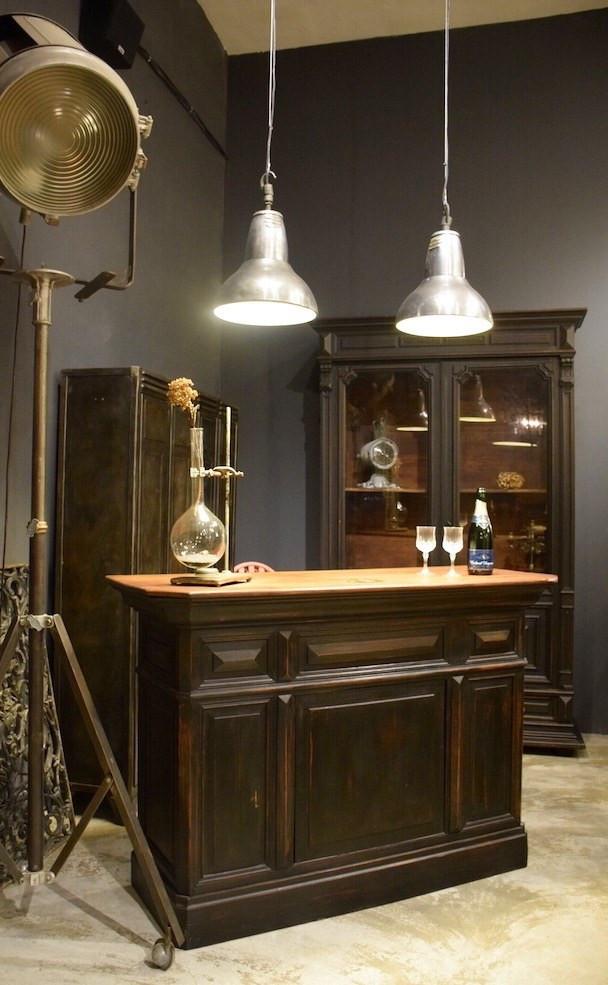 法國古董家具店