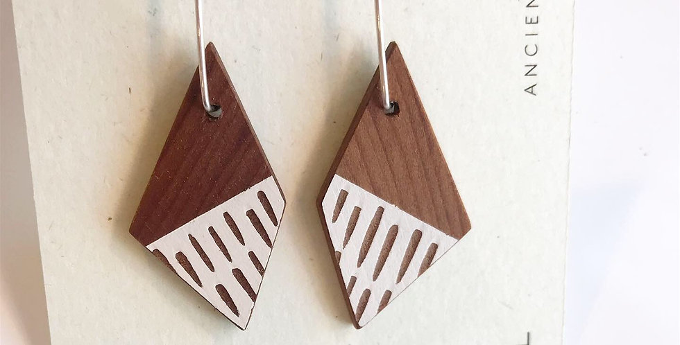 Dashes dangly earrings