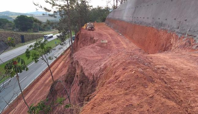 Escavação para contenção
