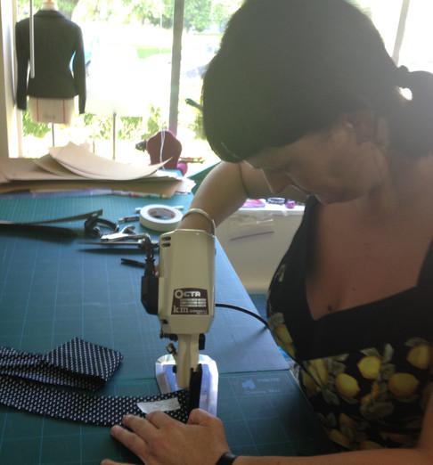 ROTARY CLOTH CUTTER