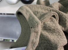 セーターの虫穴修理