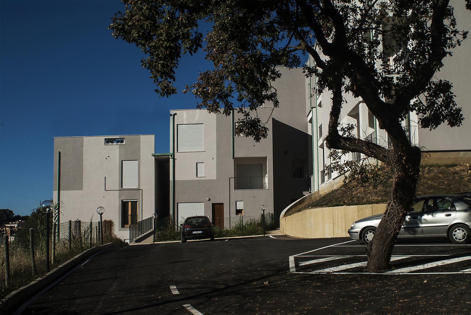 Edificio residenziale e commerciale.jpg