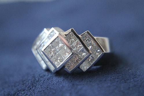 18ct White Gold Ring Total 3.10ct 24 Diamonds
