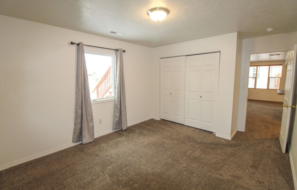 bedroom 2_1.jpg