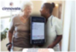 Assist App smartphone en verpleegkundige