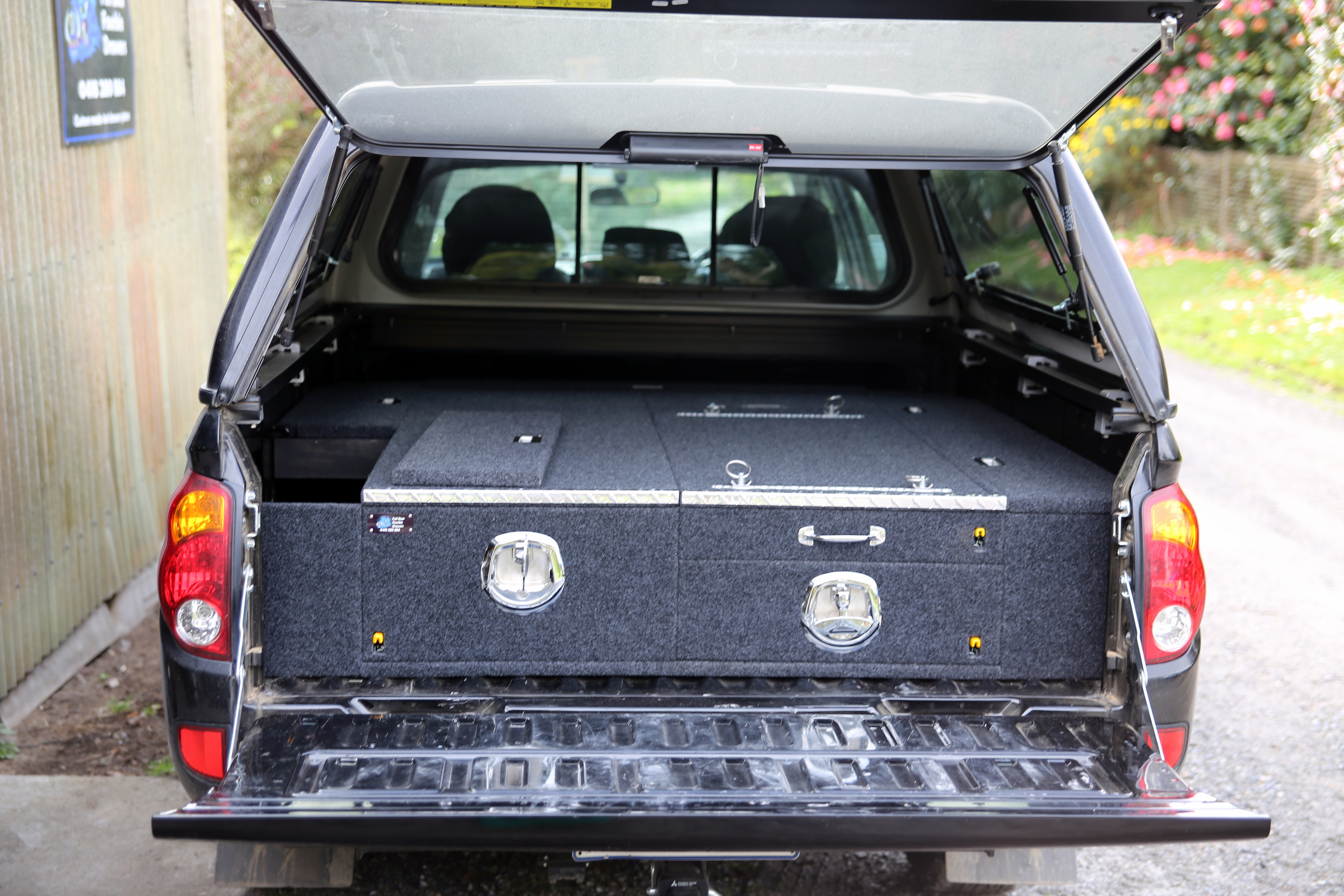 Mitsubishi MN Triton drawers