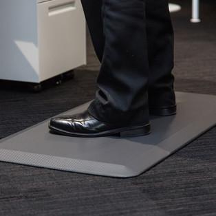 anti-fatigue-mat-standing-work1.jpg