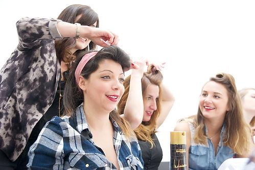 EVJF,  anniversaire, baby shower, cadeau original paris, filles, s'amuser entre filles, atelier coiffure rètro