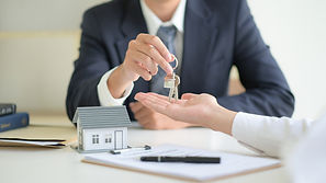 real-estate-concept-customer-signing-con