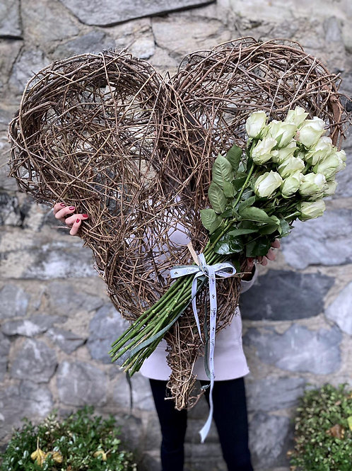 Dev Gerçek Ağaç Kalp Ve 19lu Beyaz Gül Buketi