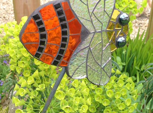 Creating a BUZZ at  Showborough Gardens Sculpture Exhibition
