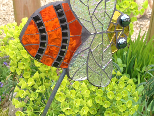 Creating a BUZZ at  Showborough Gardens Sculpture Exhibition