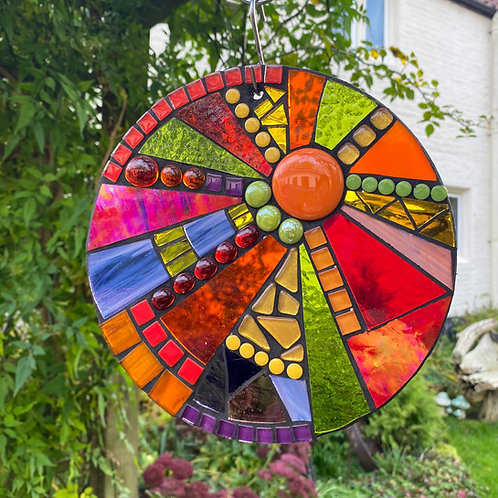Autumn Berries 20cm Circle: Glass Hanging Garden Mosaic