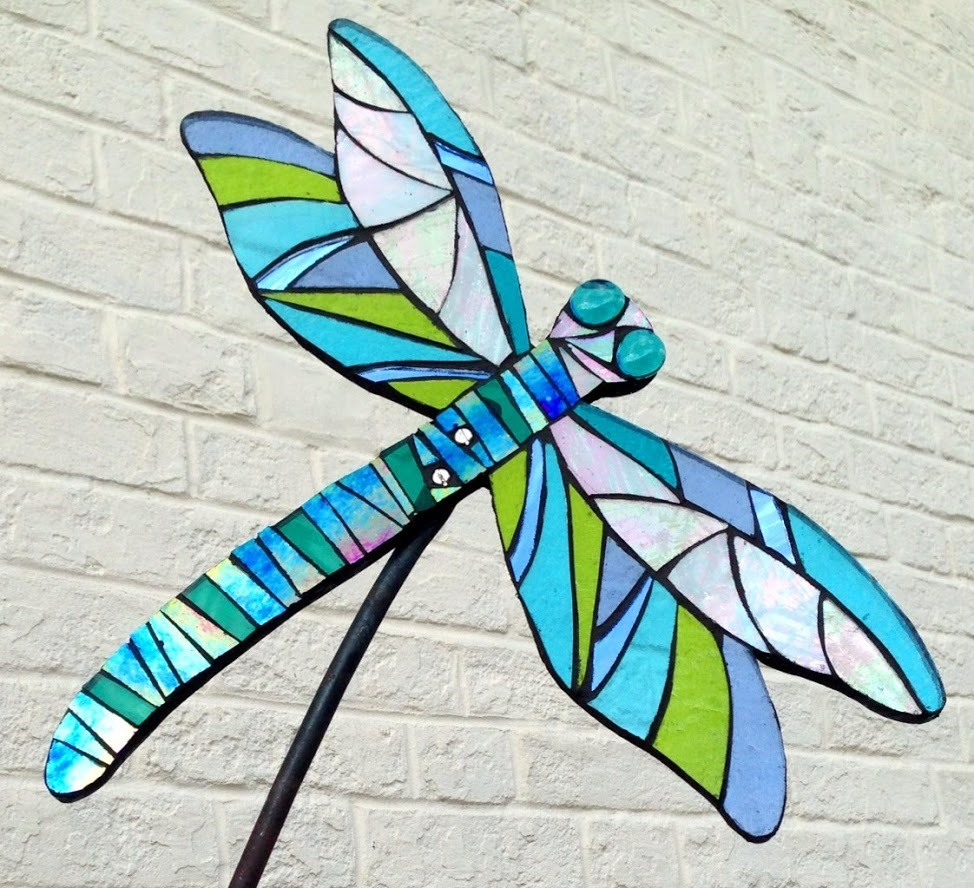 dragonfly-sculpture-wildlife garden