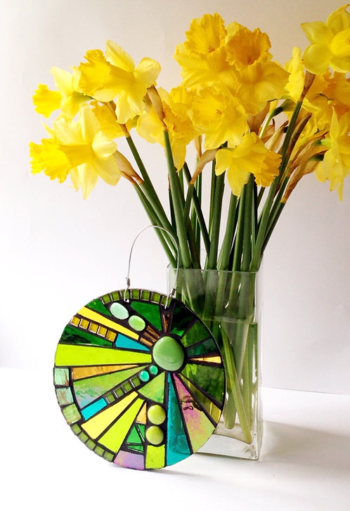 Daffodil Sunburst Circle: Glass Hanging Garden Mosaic