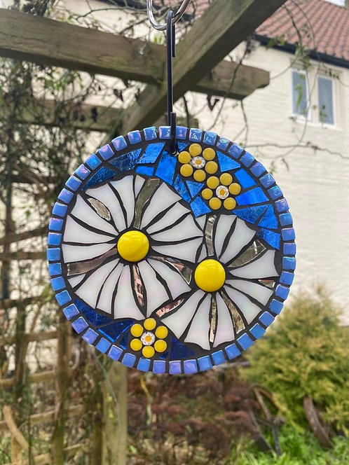 Daisy Circle: Glass Hanging Garden Mosaic