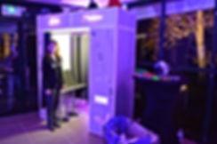 la cabine photo photomaton tres personnalisable pour mariage avec nom des mariés