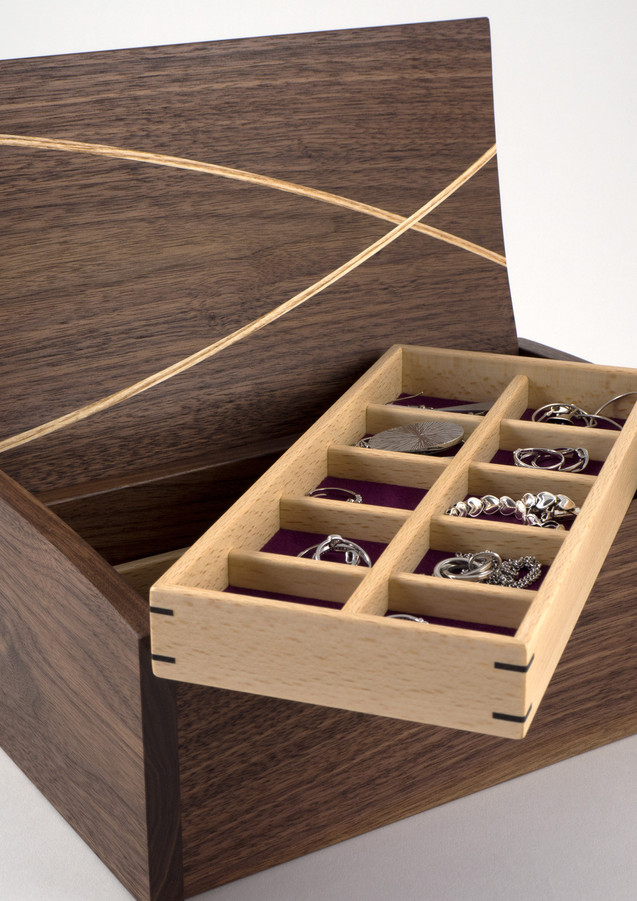 Jewllery box with lift out trays