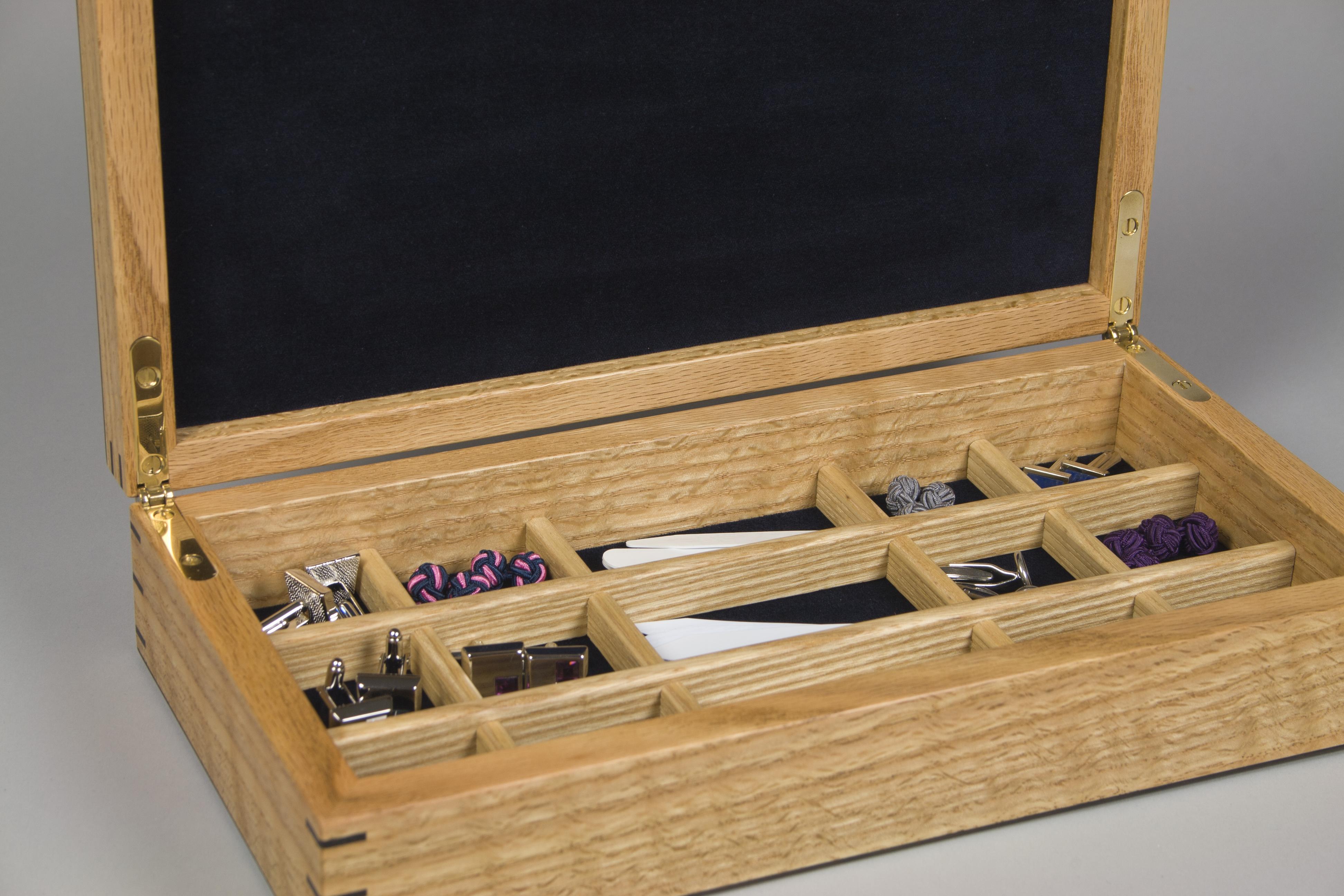 Jewellery box for collar stiffeners