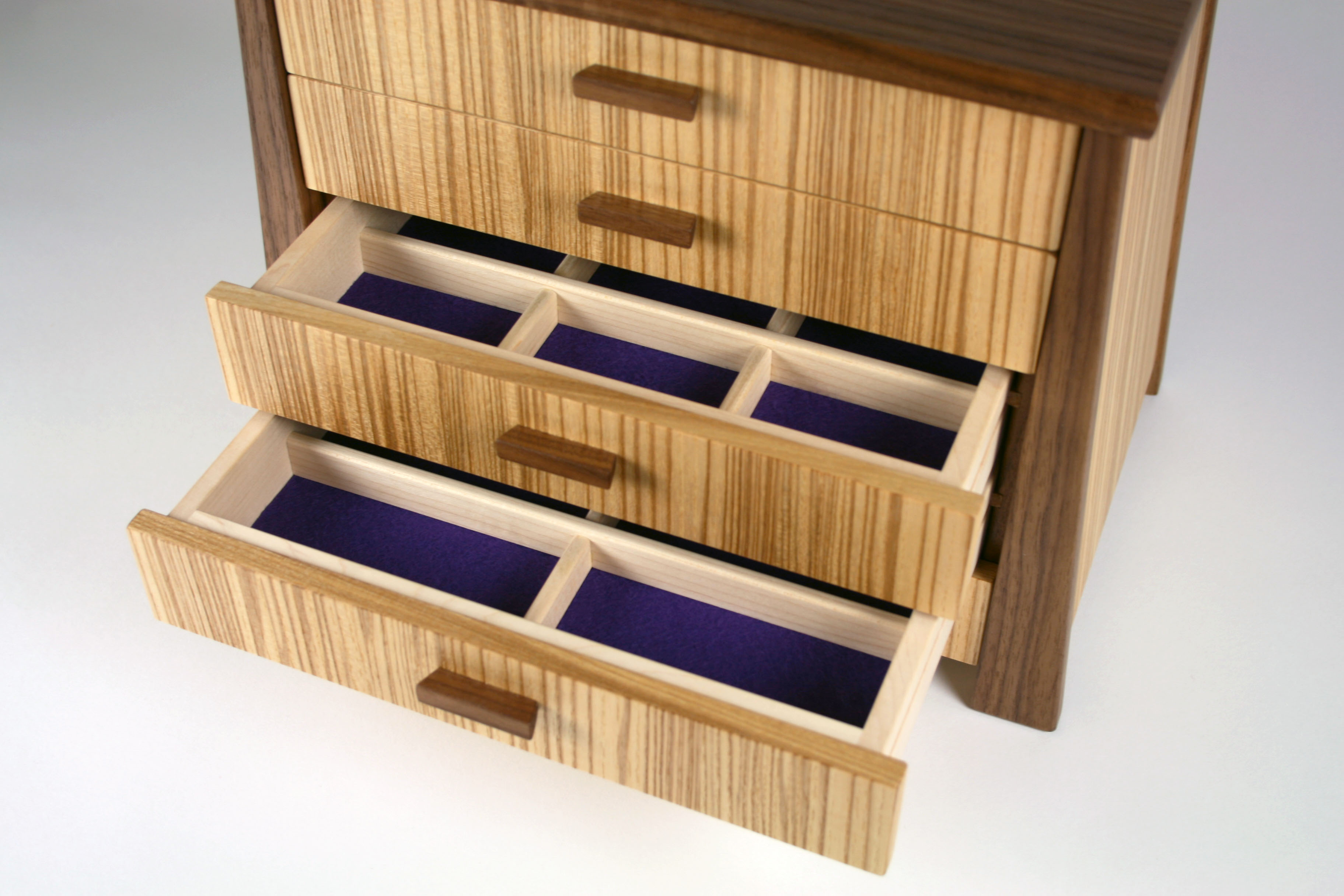 Jewellery chest with drawers open