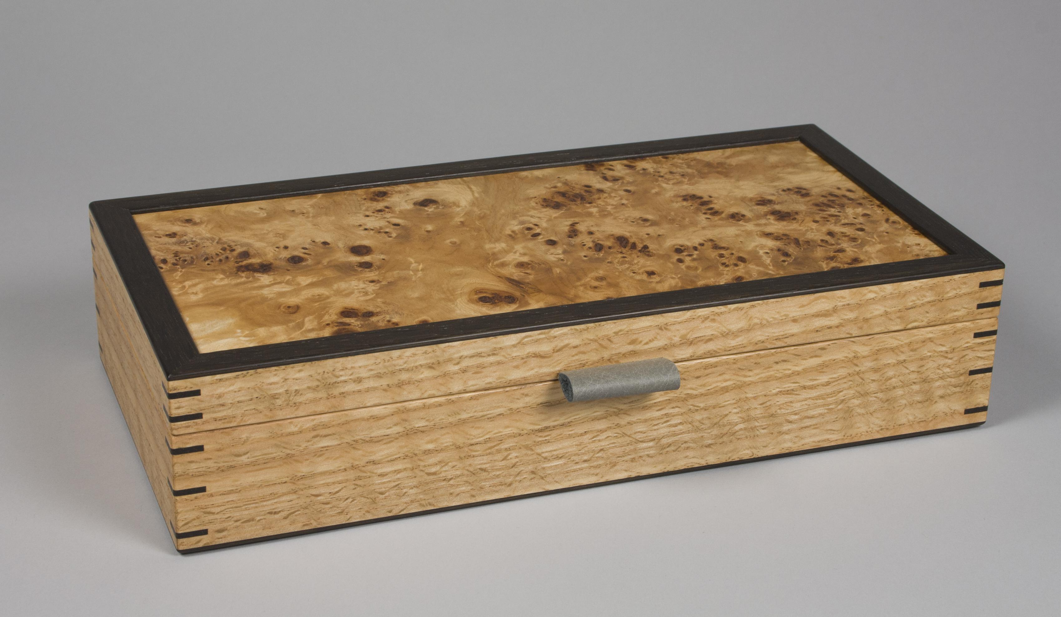 Cufflink and collar stiffener box