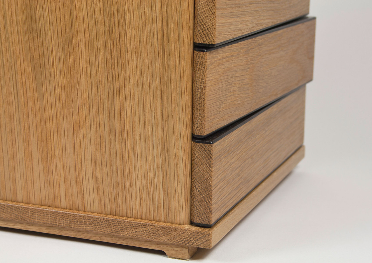 Table-top jewellery chest of drawers