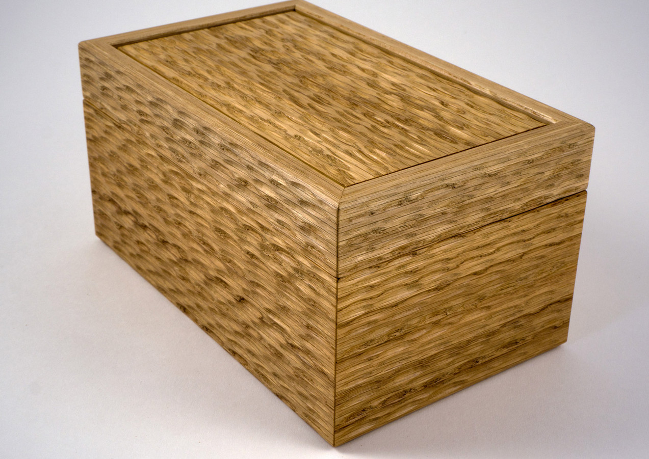 The surface of the jewellery box has a sculptured surface