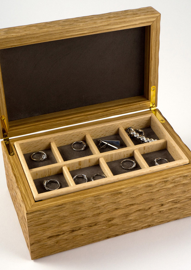 The jewellery storage trays have different compartment sizes
