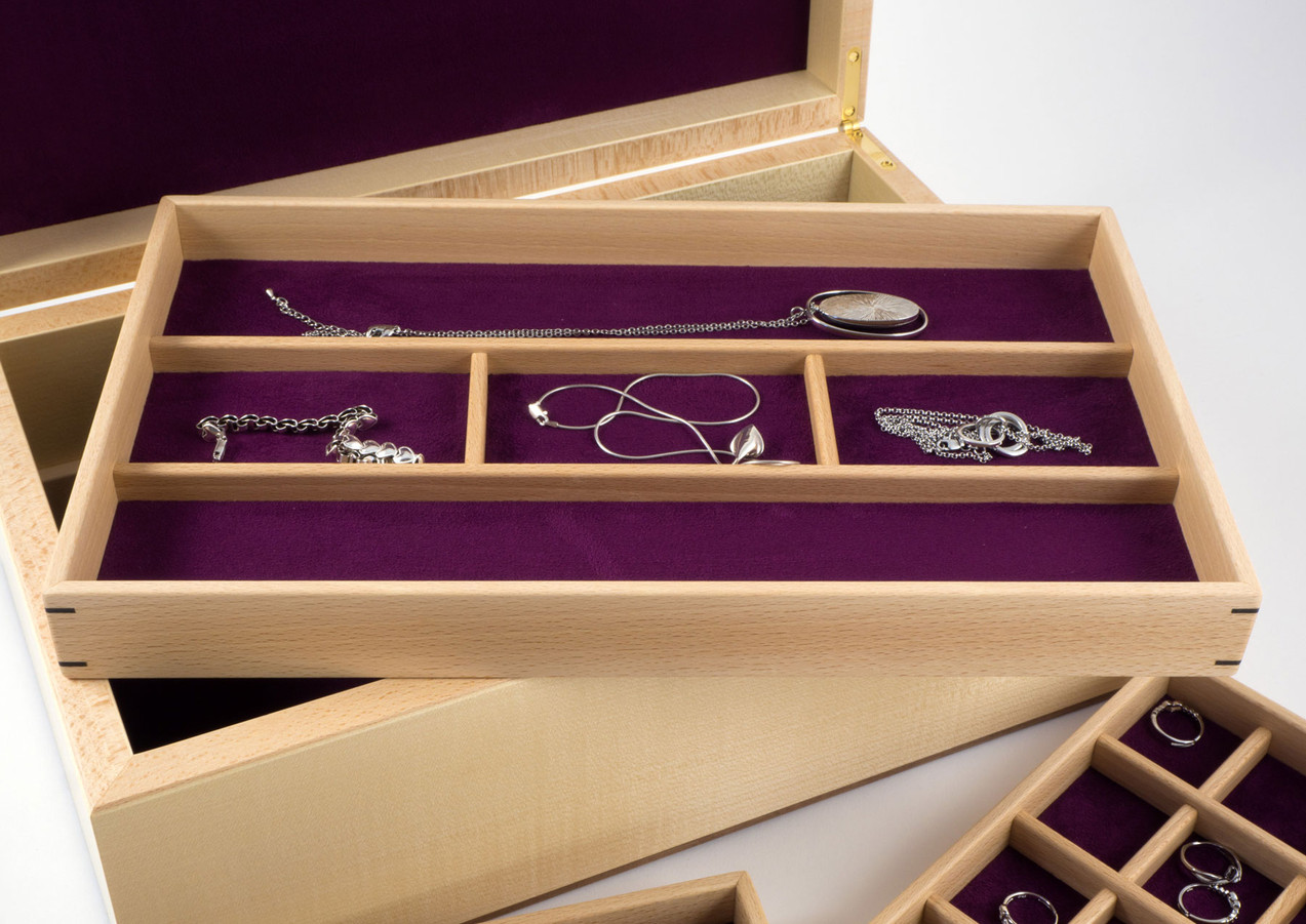 Tray for larger jewellery