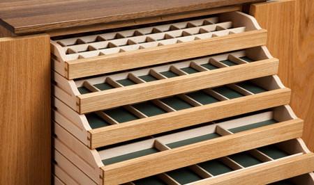 Oak cluster jewellery cabinet