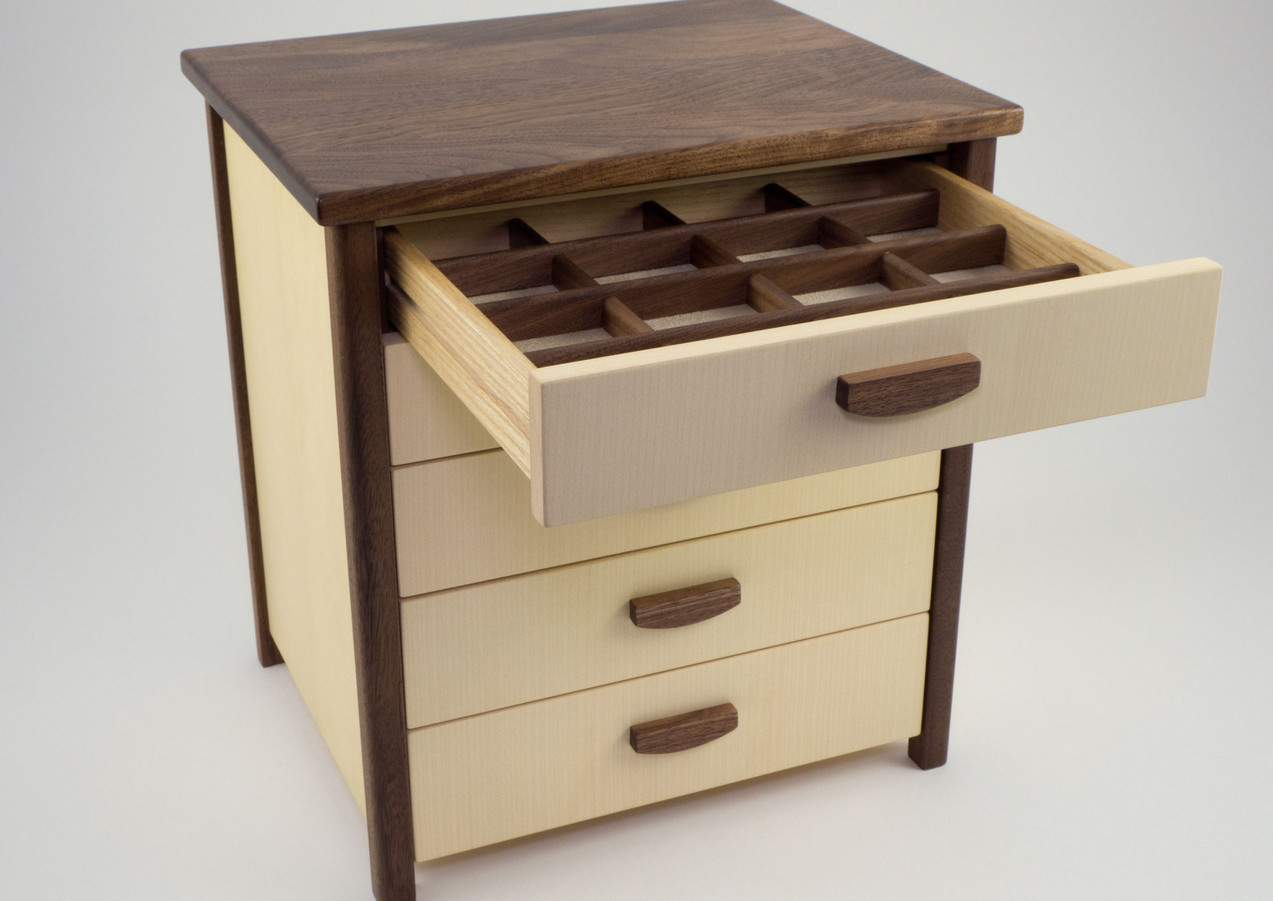 Jewellery chest of drawers with five drawers