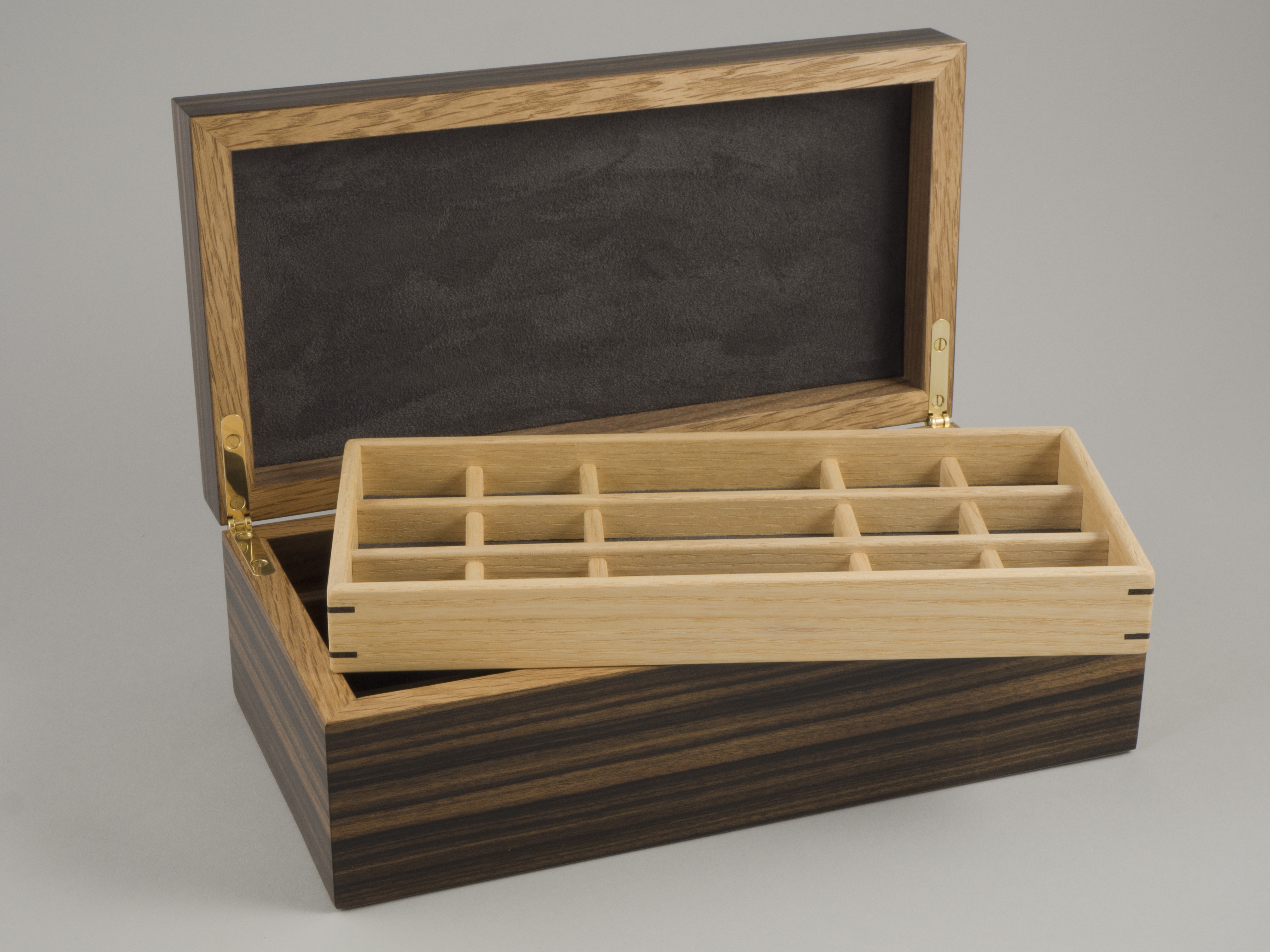 Lift out storage tray