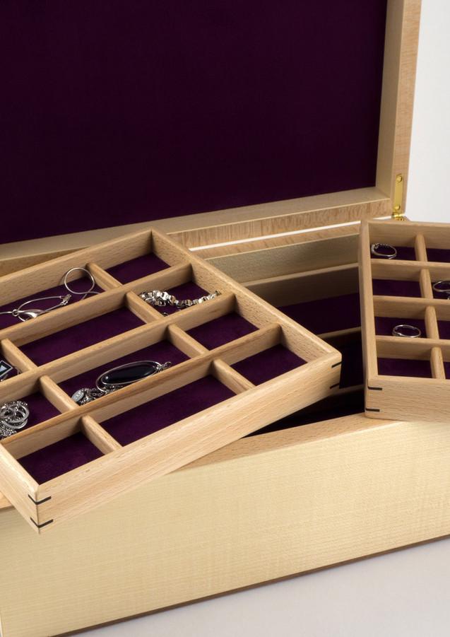 Lift out jewellery storage trays