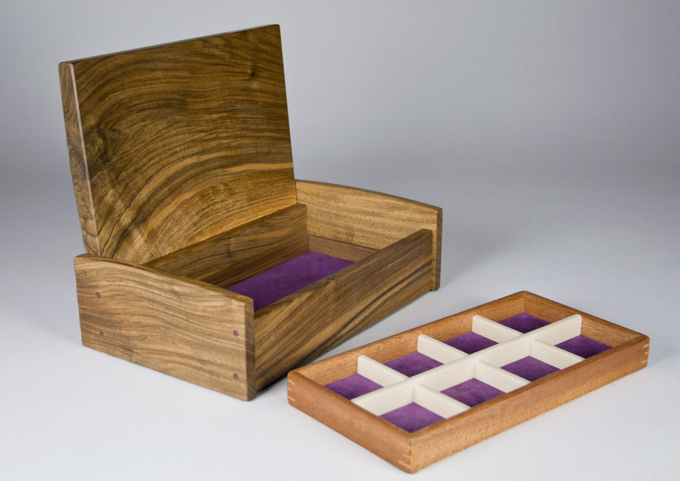Jewellery box with lift out storage tray