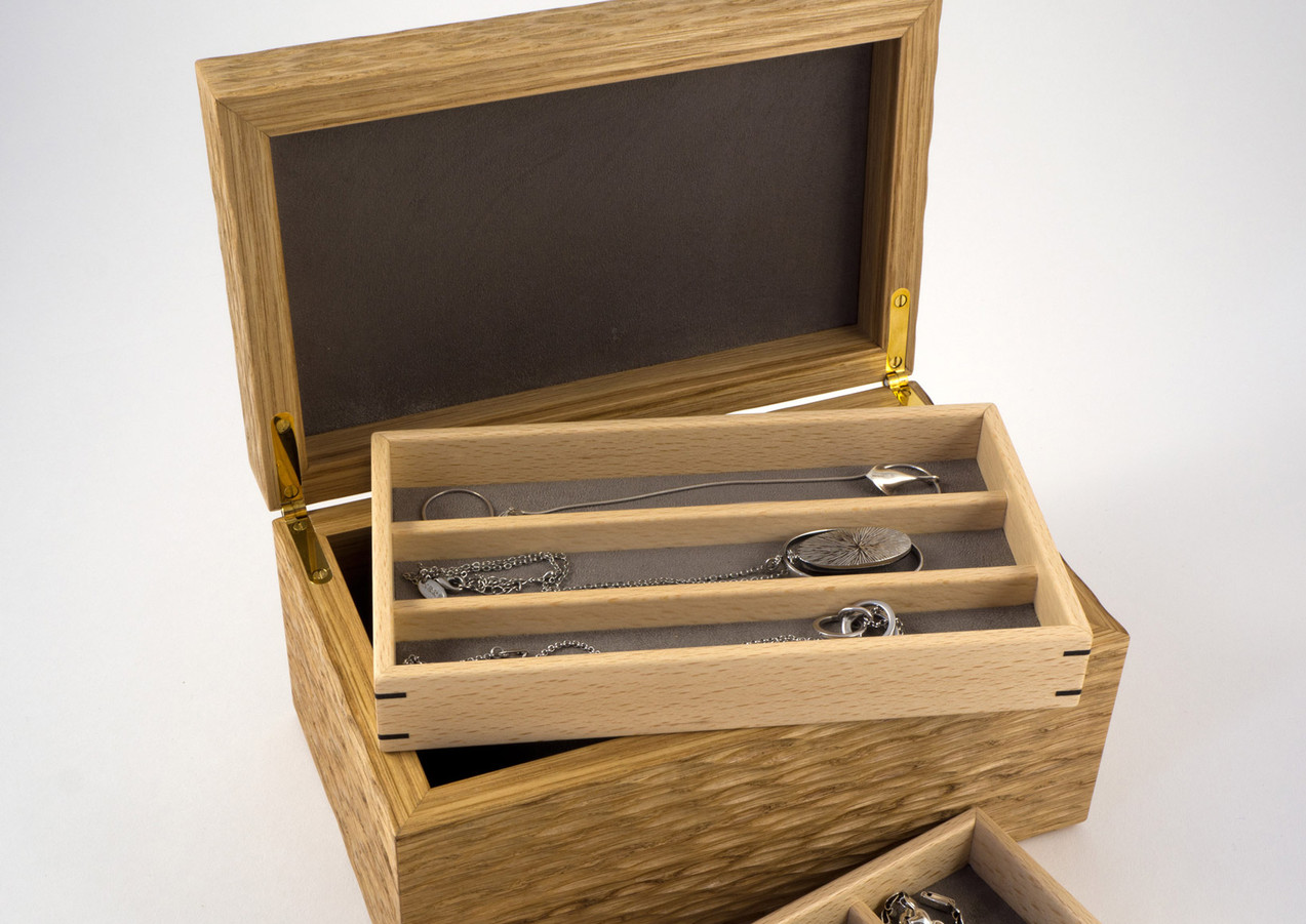 Different jewellery compartment sizes