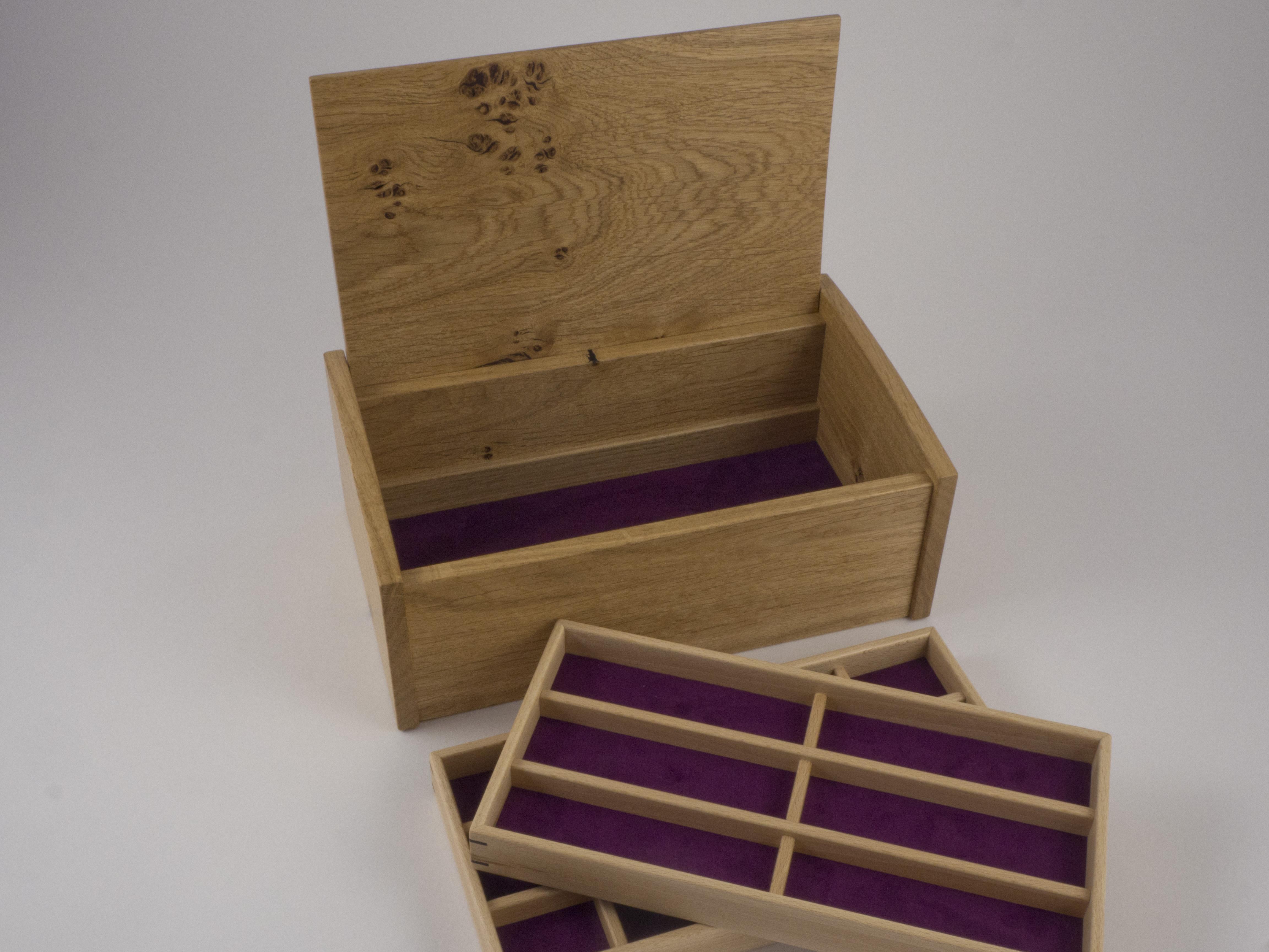 Bottom storage area in jewellery box