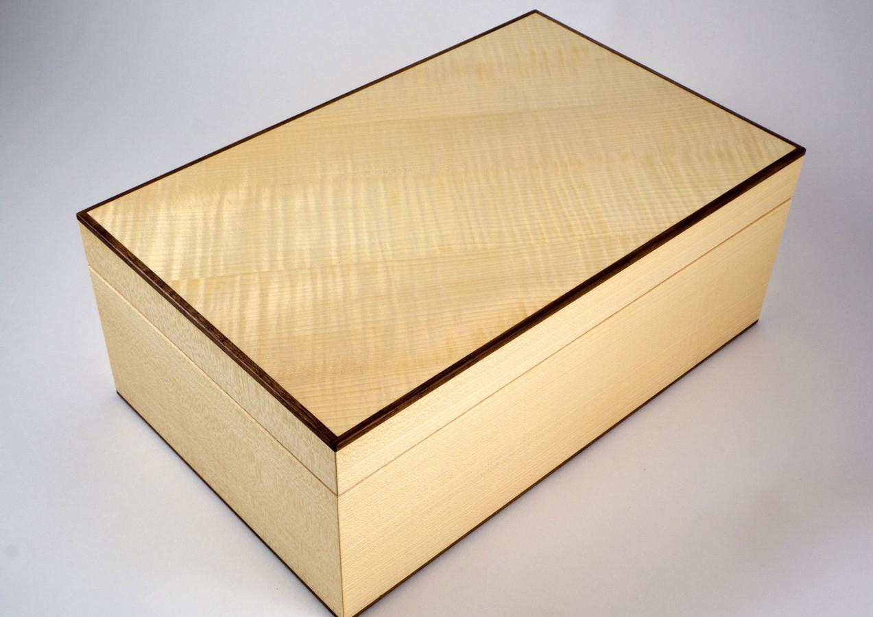 Grain pattern on ripple sycamore jewellery box