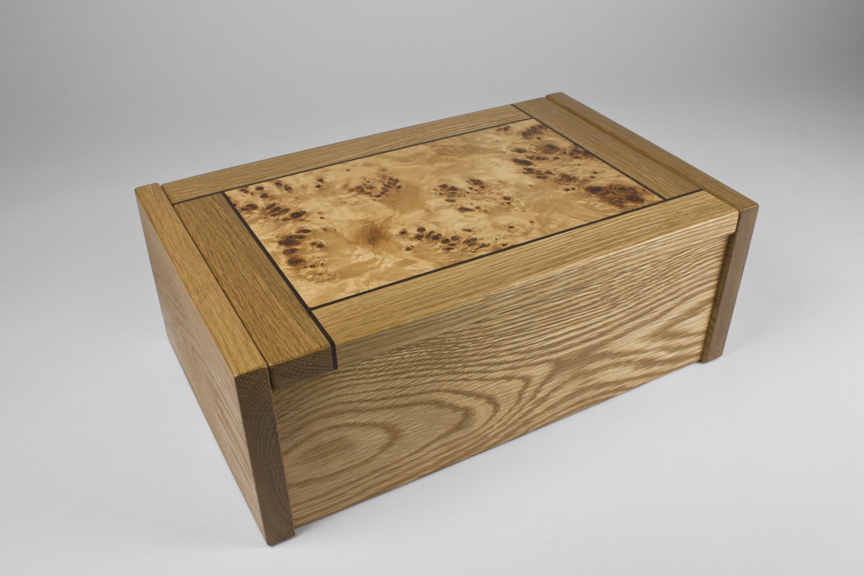 The lid is made from poplar burr