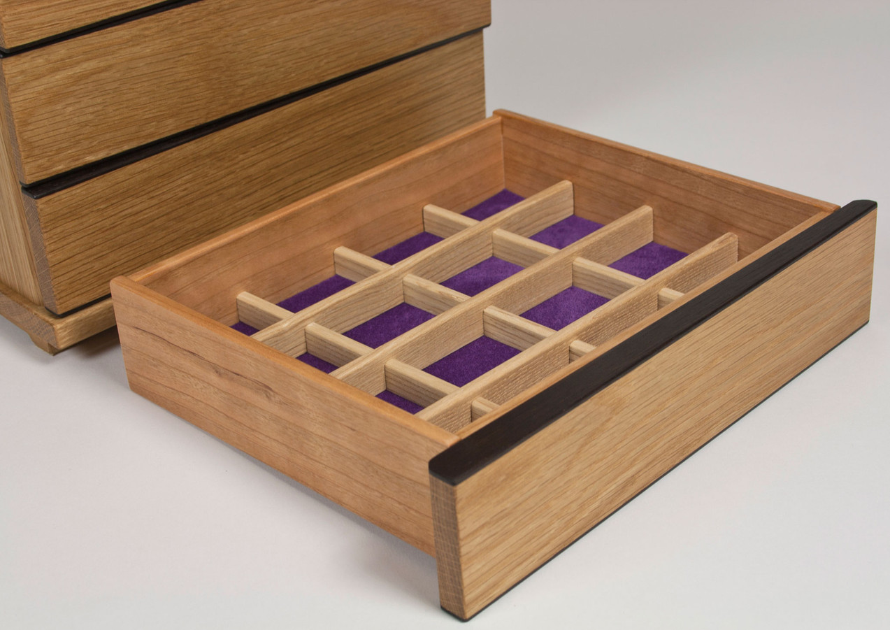 Jewellery storage with compartments