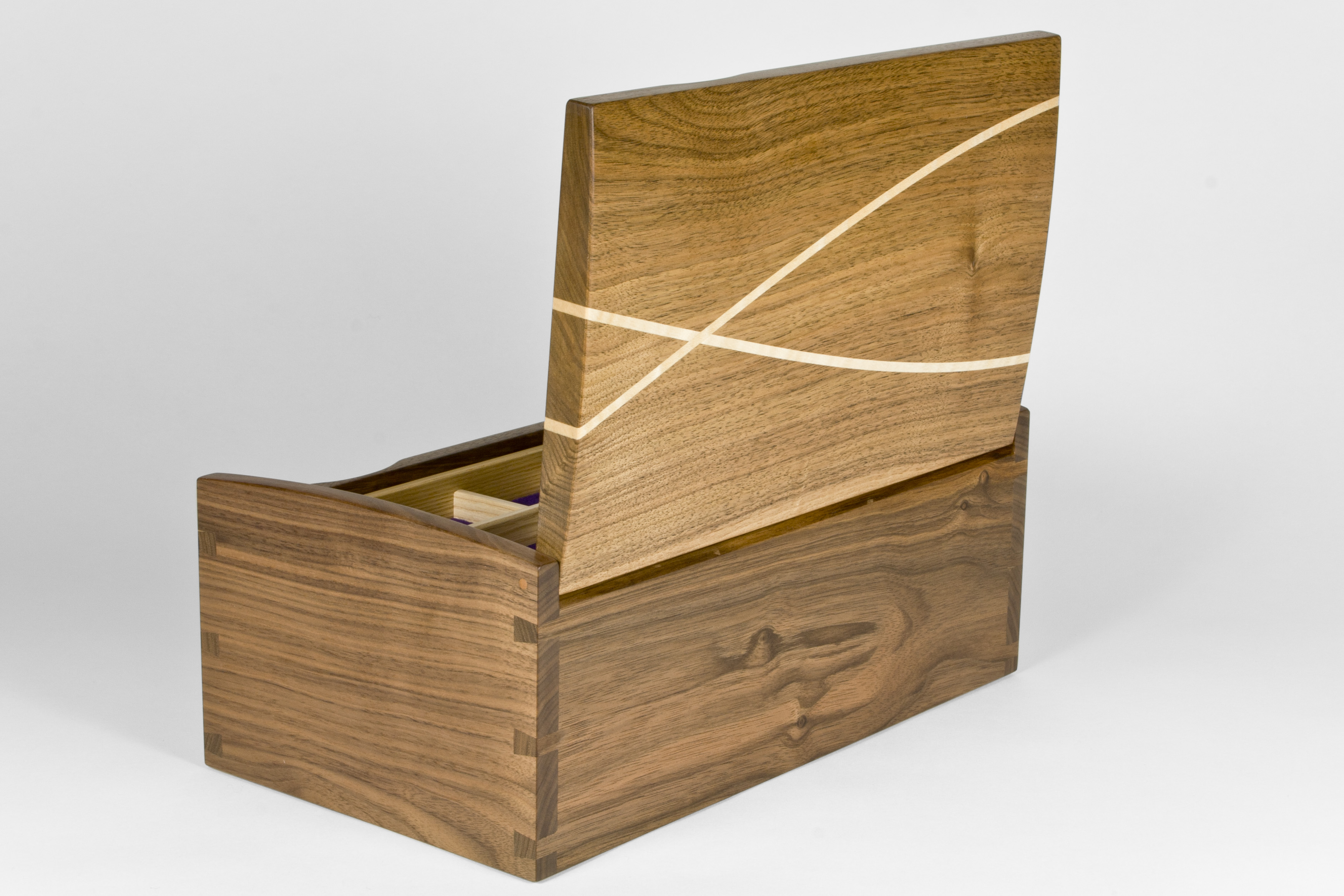 Inlays in jewellery box lid