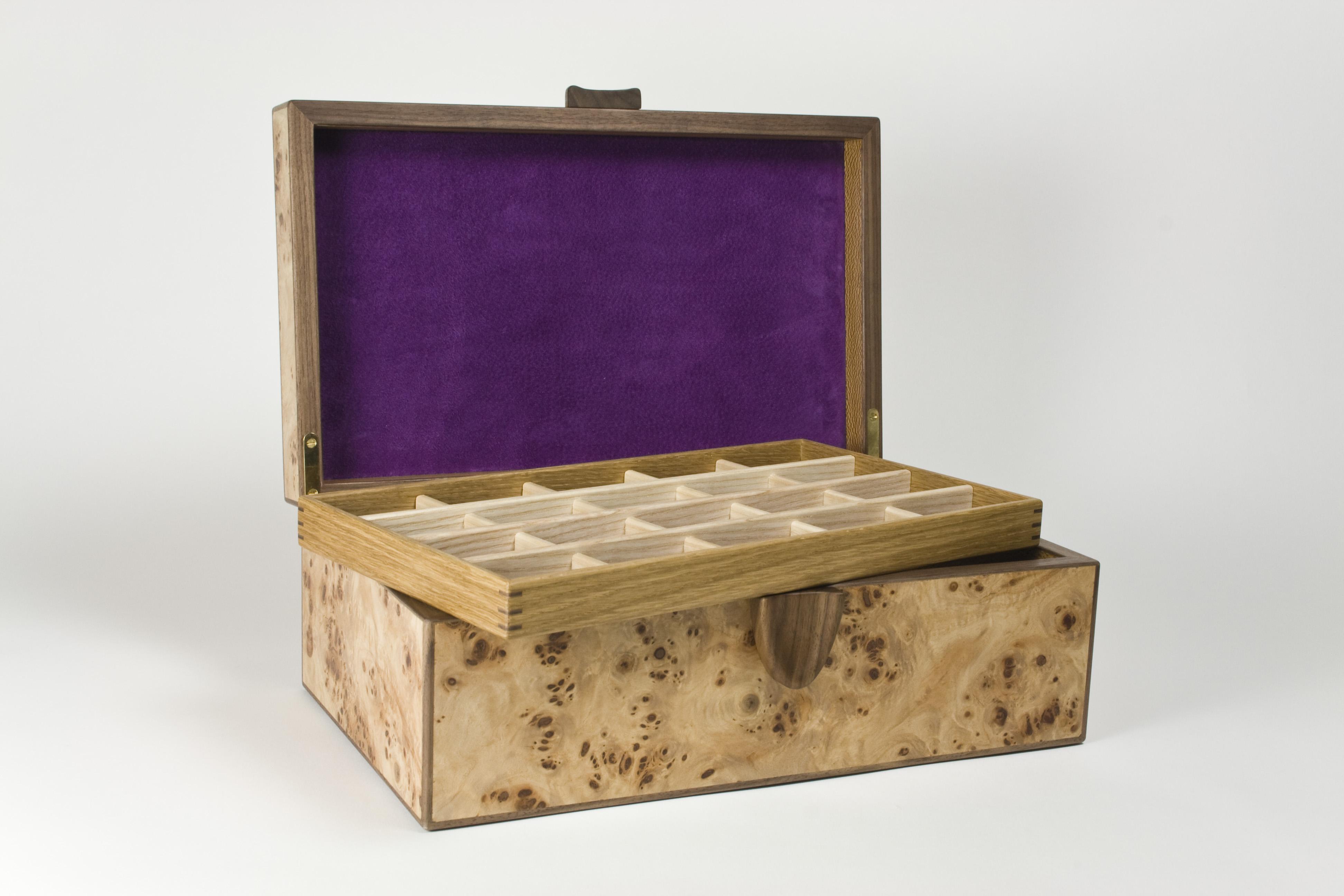 Storage trays in the jewellery box
