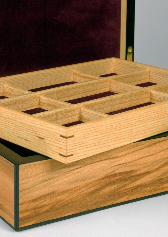 Lift out jewellery storage tray