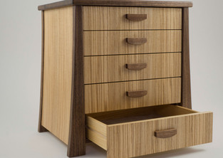 Jewellery chest of drawers