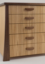 Table top jewellery chest of drawers
