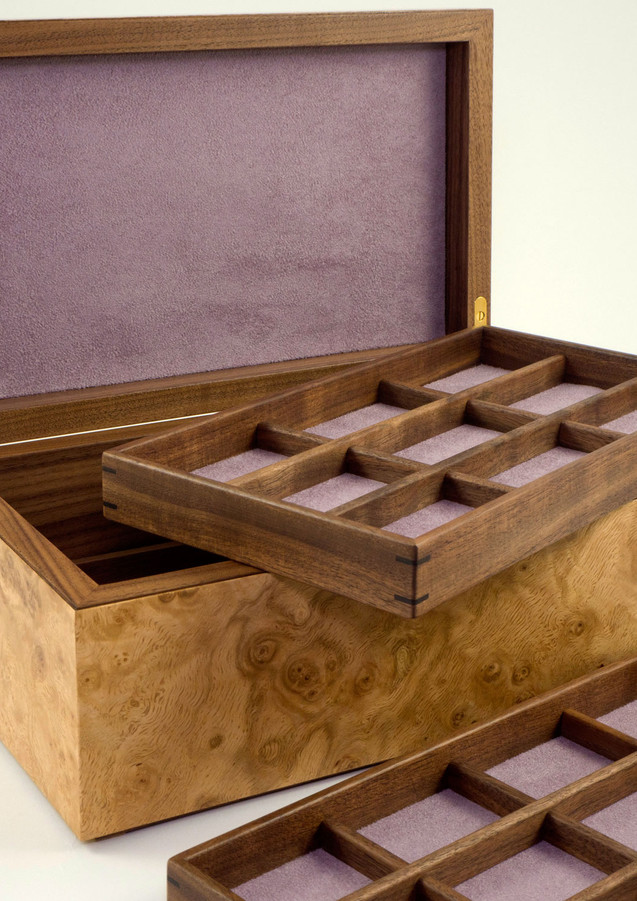 Jewellery box with lift out trays