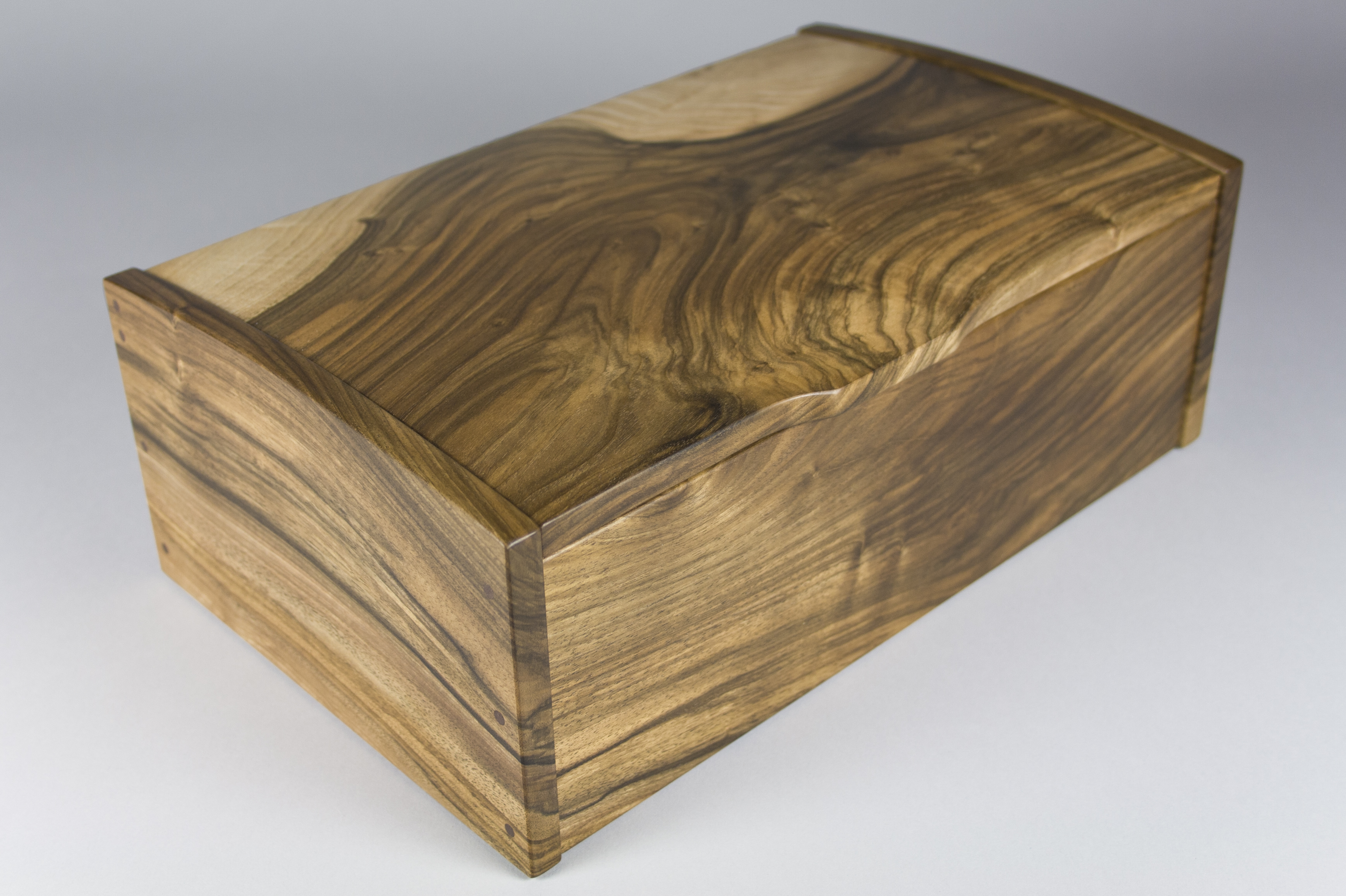 Lid of English walnut jewellery box