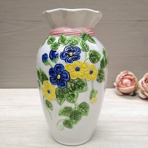 Jarrón de cerámica, flores.