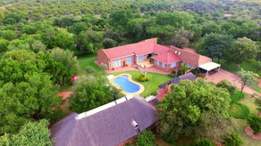 Bush Lodge near Jhb|Restaurant in the bush\Tamboti
