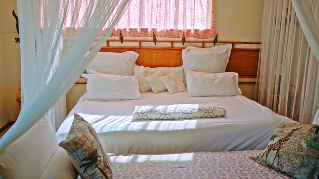 Honeymoon suite|Anniversary celebration|King size bed