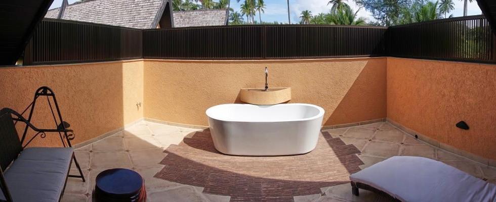 Patio with outdoor bathtub - Ocean Grande Deluxe.jpg
